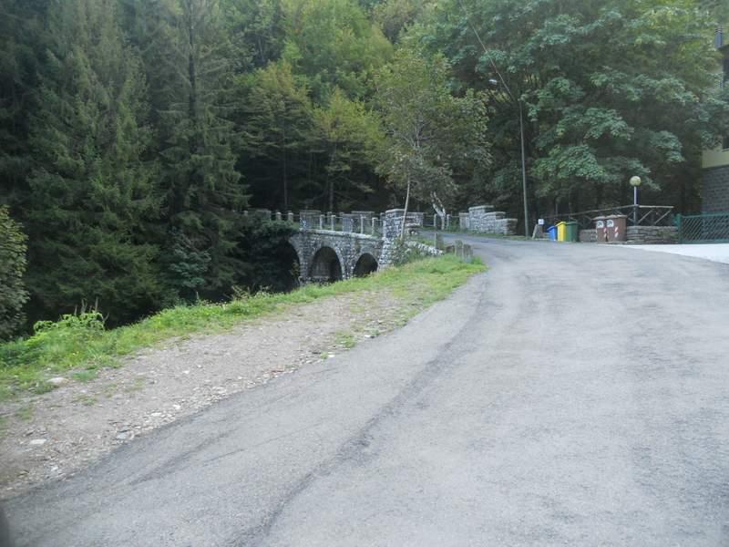 42-Pianaccio - Ponte sul rio Bagnadori strada per Rifugio Segavecchia