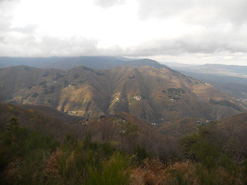 Vista di Castello di Sambuca da Monte dell'Uccellaia